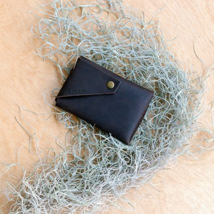 Oiled brown leather card holder by Wild Origin